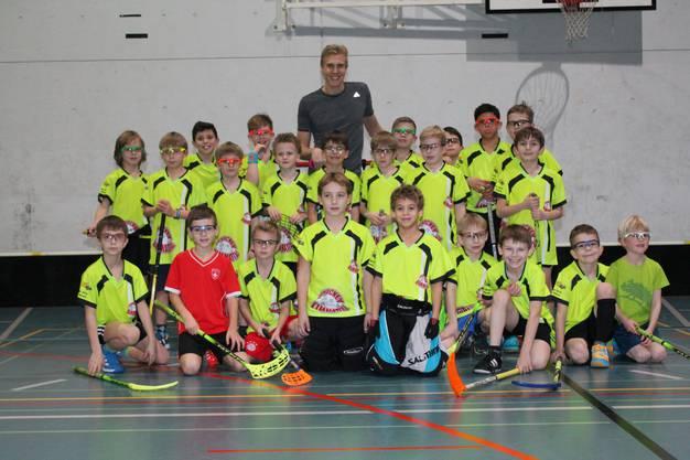 Nach dem Training posierte Nilsson zusammen mit allen Junioren.