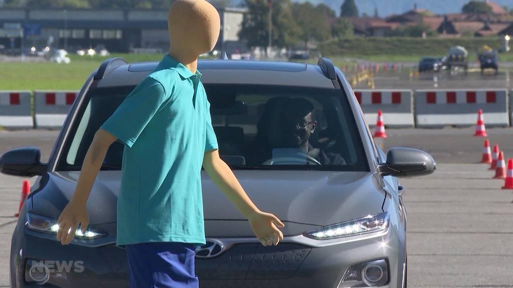 Automatisches Bremssystem: Autofahrer testen den lebensrettenden Notbremsassistenten
