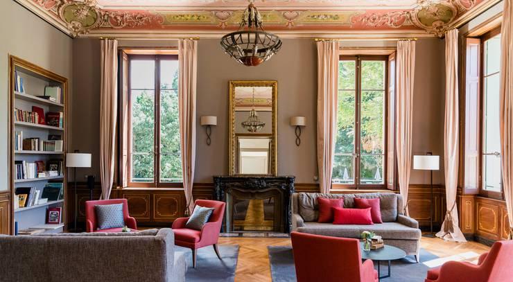 Die bauliche Substanz des Innenausbaus aus dem 19. Jahrhundert, kombiniert mit Möbeln heutigen Zuschnitts.
