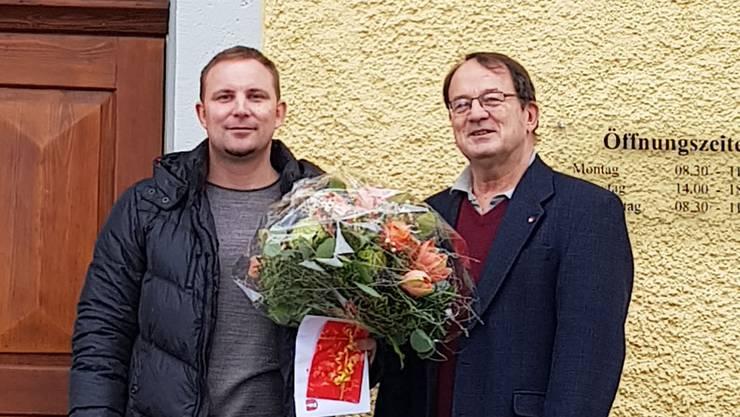 Fabian Kaufmann (links) mit Gemeindepräsident Dieter Leu.