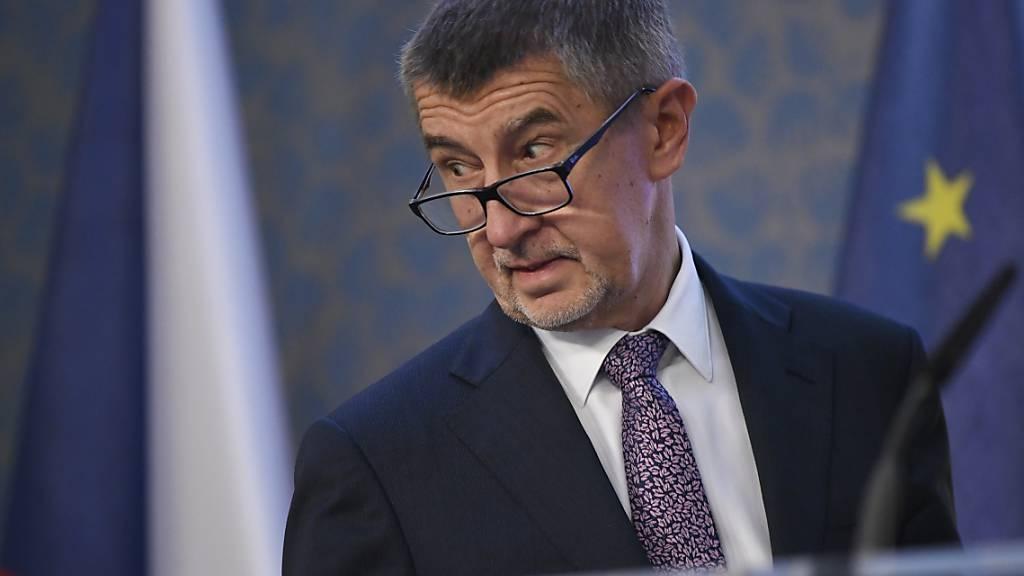 ARCHIV - Andrej Babis, Ministerpräsident von Tschechien, spricht auf einer Pressekonferenz. Foto: Michal Kanaryt/CTK/dpa