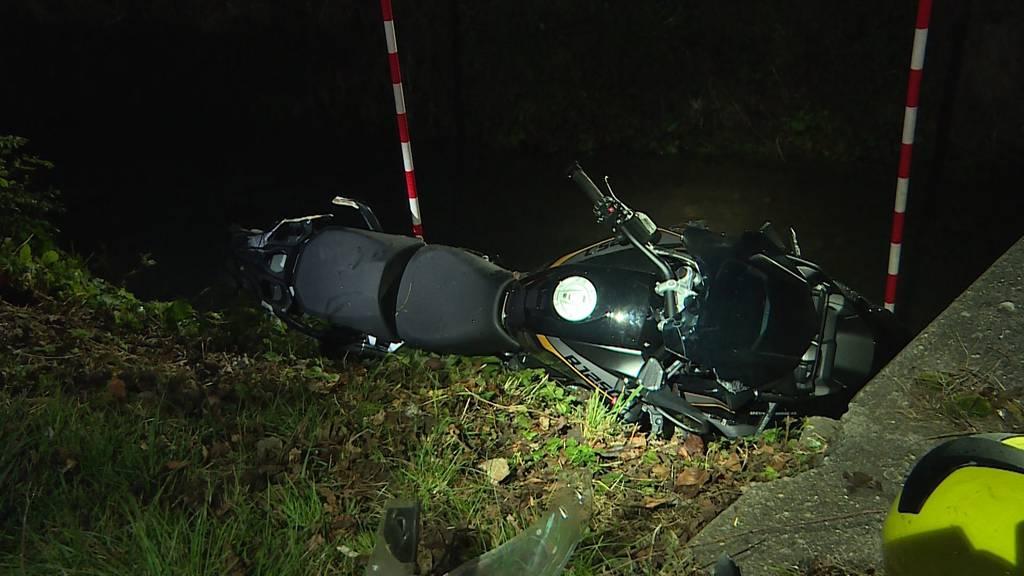 Unfall in Neuendorf (SO): Töfffahrer stirbt bei Kollision mit LKW