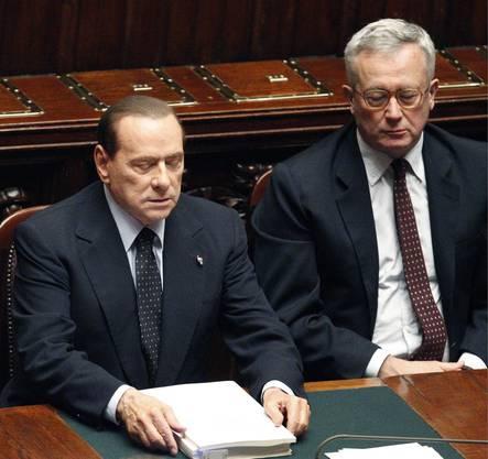 Er hat bei Staatspräsident Napolitano die Demission eingereicht