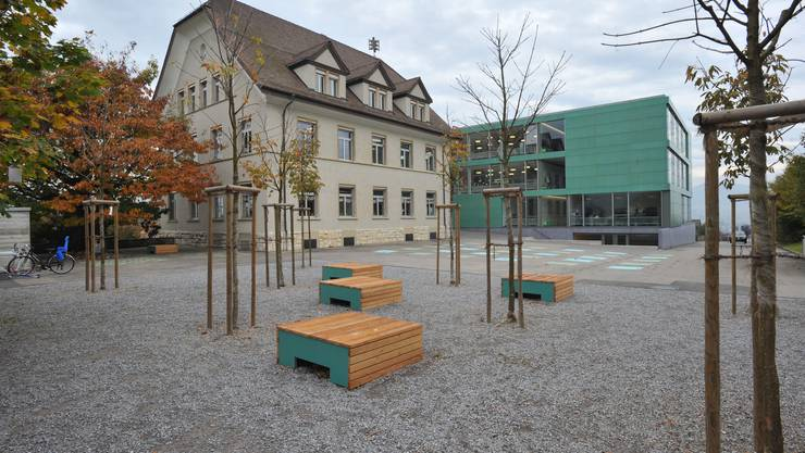 Fast 50 Bürger erschienen an der Versammlung im alten Schulhaus. (Archiv)