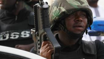 Soldaten bringen sich vor Boko Haram in Sicherheit (Symbolbild)