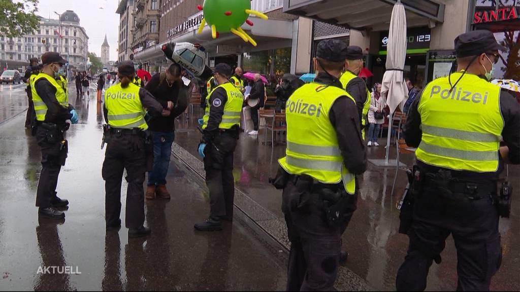 Grosses Polizeiaufgebot und nur wenig Teilnehmende an Corona-Demonstrationen
