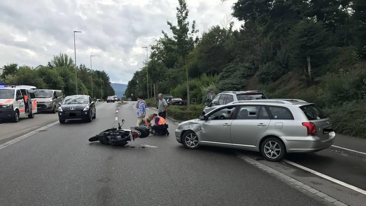 Die Rollerfahrerin musste ins Spital gebracht werden.