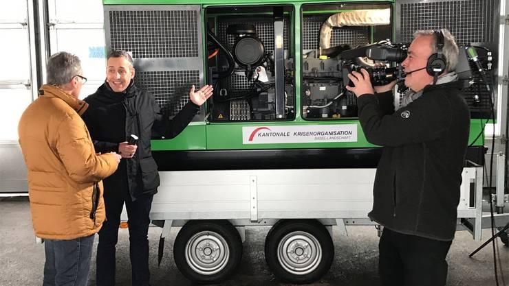 Marcus Müller (links), Leiter des Kantonalen Krisenstabs, im Gespräch mit Fernsehmoderator Mario Grossniklaus.zvg