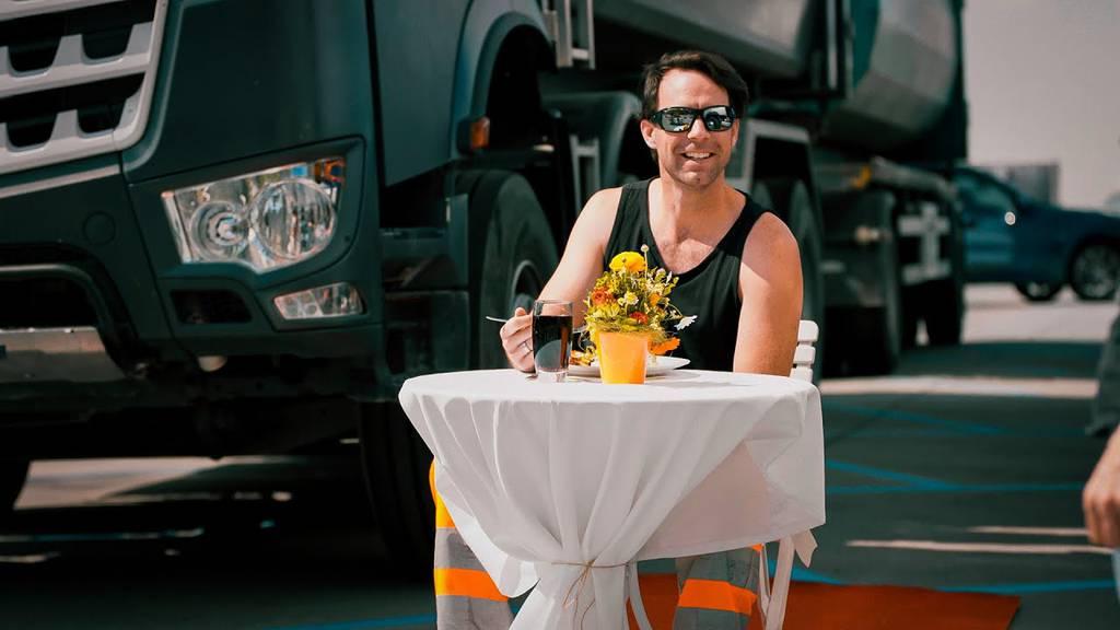 «Merci för din Isatz, Yves!» - LKW-Chauffeure werden mit Zmittag überrascht