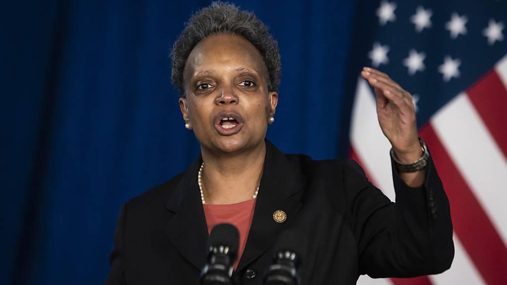 Lori Lightfoot, Bürgermeisterin von Chicago, spricht auf einer Pressekonferenz. Foto: Ashlee Rezin Garcia/Chicago Sun-Times/AP/dpa