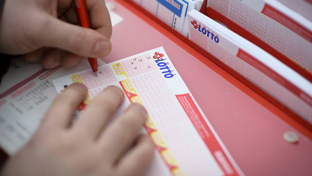 Mehr als 20 Millionen Franken hat ein Glückspilz am Samstag im Schweizer Zahlenlotto gewonnen. (Themenbild)