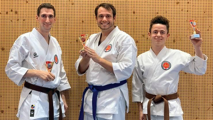 v.l.n.r.: Mark Brandl (3. Platz, «Kata Elite», bis 1. Kyu); Joannis von Büren (3. Platz, «Kata Elite», bis 4. Kyu); Lorenzo Lansini (2. Platz, «Kata Elite», bis 1. Kyu)