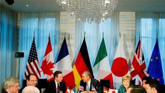 Trafen sich am Montagabend demonstrativ ohne Russland: Die Regierungschefs der G-7-Staaten und zwei Vertreter der EU. Von links: EU-Ratspräsident Herman Van Rompuy, Stephen Harper (Kanada), François Hollande (Frankreich), David Cameron (Grossbritannien), Barack Obama (USA), Angela Merkel (Deutschland), Shinzo Abe (Japan), Matteo Renzi (Italien) und EU-Kommissionspräsident José Manuel Barroso.Key