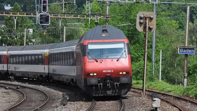 Am Bahnhof in Baden hat folgende Durchsage überrascht: «Die S12 steht zurzeit in Turgi. Grund dafür ist Vandalismus.»