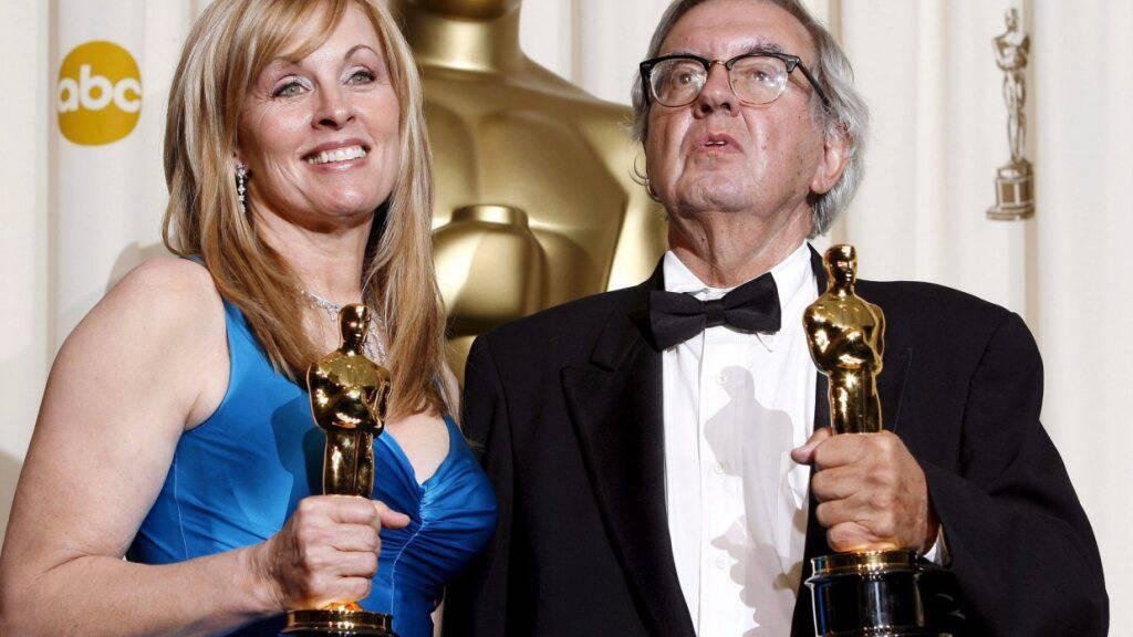 Der Oscar-Preisträger Larry McMurtry - hier im Bild mit Diana Ossana anlässlich der Oscar-Verleihung - ist gestorben. (Archivbild)