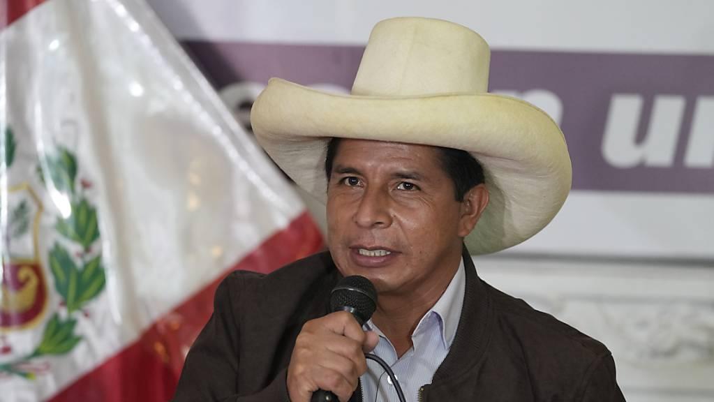 Pedro Castillo, Präsidentschaftskandidat, spricht auf einer Medienkonferenz in seiner Wahlkampfzentrale.