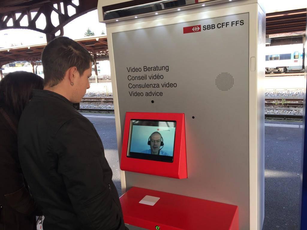 Die Videohilfe löst für Passagiere das Zugbillet (© FM1Today)
