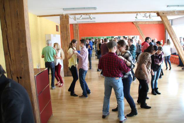 mehr als 50 Personen probierten das Tanzen aus