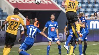Guillaume Hoarau (Nr. 99), hier beim 1:0, war von Luzerns Verteidigung nicht zu stoppen