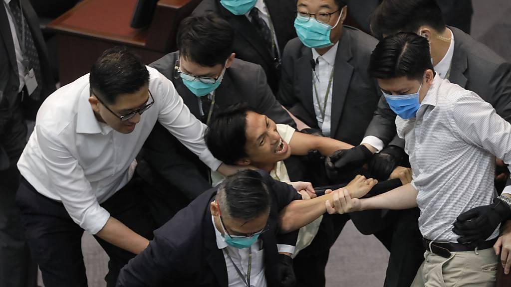 Tumulte bei Wahlvorgang in Hongkonger Parlament