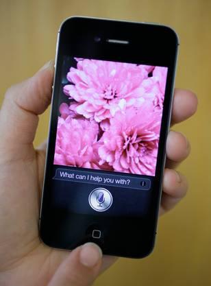 Sprachassistent Siri hört bei Gesprächen mit – und beantwortet Fragen.