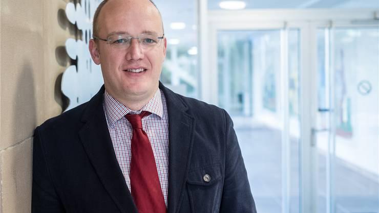 Der neue Riehener Gemeindeverwalter Jens van der Meer lässt keinen Stein auf dem andern.