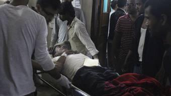 Wegen eines Sturms sind am Sonntag hunderte Menschen in Nepal verletzt in Spitäler gebracht worden.