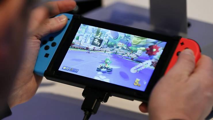Die neue Spielkonsole Switch lässt bei Nintendo die Kassen klingeln.