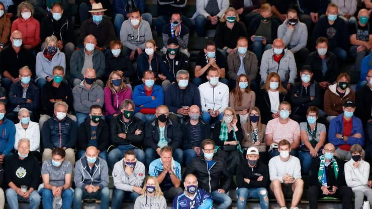 Im Stadion, hier beim Testspiel des EHC Olten gegen Ambri-Piotta, gilt Maskentragepflicht.