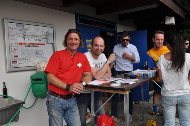 Organisator Thomas Landis und Helfer Giuseppe Menta