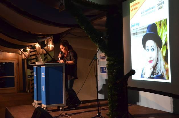 Programmchefin Barbara Gysling präsentierte die Acts, welche am Schlierefäscht in einem Jahr auf der Bühne stehen werden