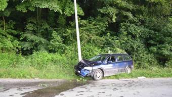 Autofahrer fährt in Riedholz in einen Kandelaber