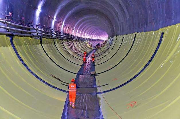 Das Abdichtungssystem des Eppenbergtunnels besteht aus einer PVC-Folie sowie einer Schutzfolie in den armierten Bereichen.