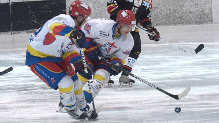 Zuchwil, hier mit Dominic Lüthi (l.) und Christian Rebe, nahm im Spiel gegen Lyss zu viele Strafen. Nicole Nars-Zimmer/Archiv