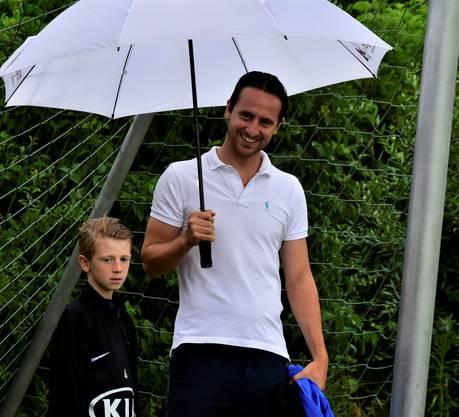 Aarau-Sportchef Sandro Burki ist ebenfalls zugegen.