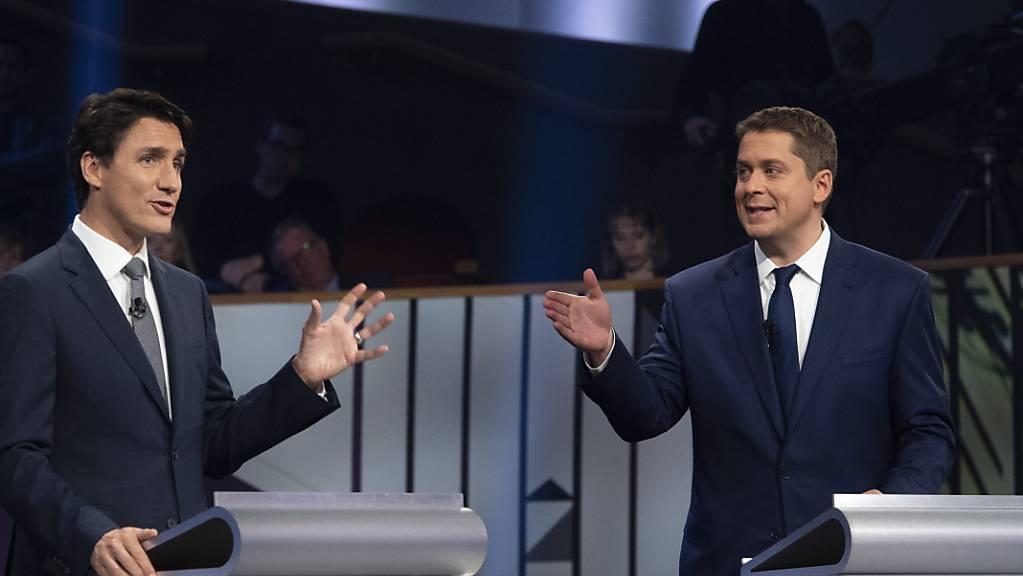 Rund 27 Millionen Bürger waren in Kanada dazu aufgerufen, ein neues Parlament zu wählen. Es zeichnet sich ein knappes Rennen zwischen den Liberalen von Premierminister Trudeau (l) und dessen konservativem Herausforderer Andrew Scheer ab. (Archivbild)