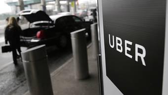 Noch verdient der Taxidienstvermittler Uber kein Geld. Im Bild: Pick-Up-Point für Uber-Passageire am Flughafen La Guardia in New York. (Archivbild)