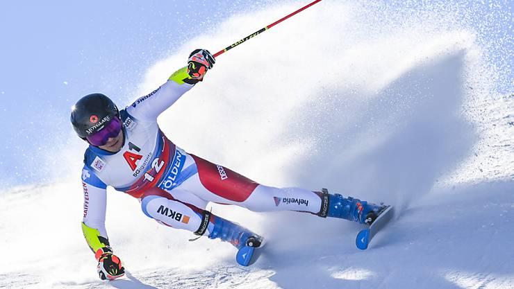 Gino Caviezel, hier Mitte Oktober in Sölden unterwegs zu seinem ersten Weltcup-Podestplatz, überstand beim Parallelrennen in Lech-Zürs die Qualifikation als Zwölfter