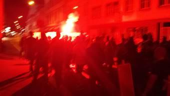200 bis 300 Personen demonstrieren gegen Räumung.