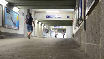 Wie hier ersichtlich, war die SBB-Unterführung in Brugg früher eng und dunkel. Dank den mittlerweile abgeschlossenen Renovierungsarbeiten wirkt sie nun heller.