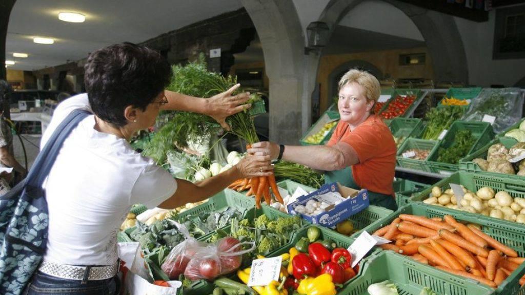 Frauen und Gebildete essen häufiger Obst und Gemüse