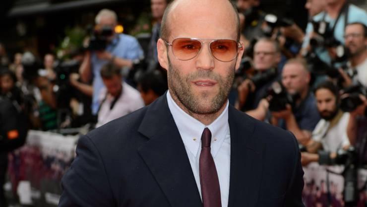 Vor seiner Mutter wird er zum Kind: der britische Action-Schauspieler Jason Statham. (Jonathan Short/Invision/AP)