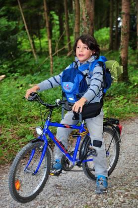 Sportlich! Gilles fuhr mit dem Bike in die Waldhütte hoch - und erst noch schwer bepackt!