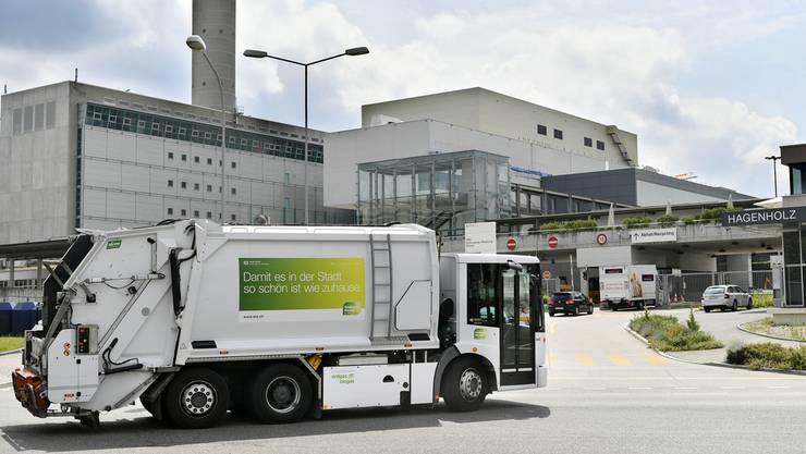 Der Stadtrat muss beim Parlament eine Krediterhöhung beantragen, weil ERZ beim Bau des Logistikzentrums Hagenholz Mehrkosten kaschiert hatte. (Archiv)