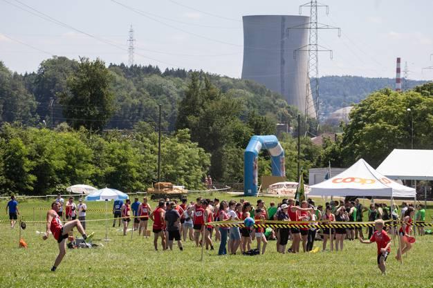 Im Hintergrund das Kernkraftwerk Gösgen.