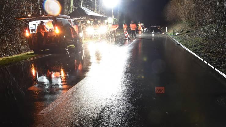 Embrach ZH, 17. Feburar: Bei einem Verkehrsunfall in Embrach ist am Montagabend der Lenker eines Motorrades ums Leben gekommen.