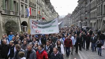 Rund 10'000 Bauern haben am 27. November 2015 in Bern auf dem Bundesplatz gegen Sparmassnahmen protestiert.