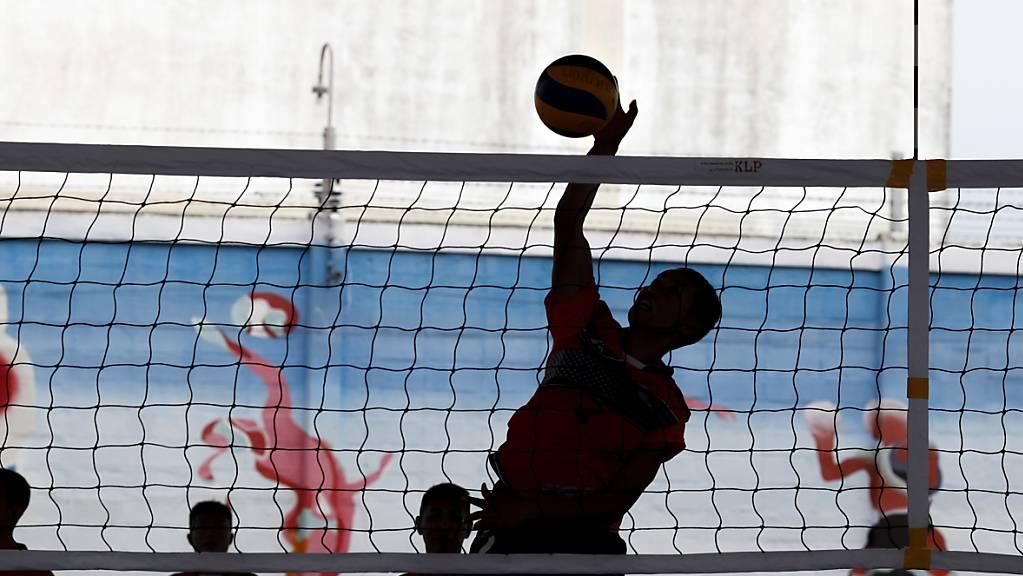 Als Volleyballer verkleidet, versuchten zehn Syrer, nach Zürich zu fliegen. (Symbolbild)