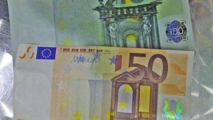 Die mehr als 10'000 Euro in Fünfziger- und Hunderterscheinen hätten gut in Umlauf gebracht werden können. Für nicht geschulte Augen waren sie nicht leicht als Fälschungen zu erkennen.