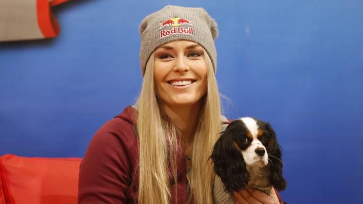 Lindsey Vonn, hier zusammen mit ihrer Hündin Lucy, wird am Samstag wieder in das Weltcup-Geschehen eingreifen.